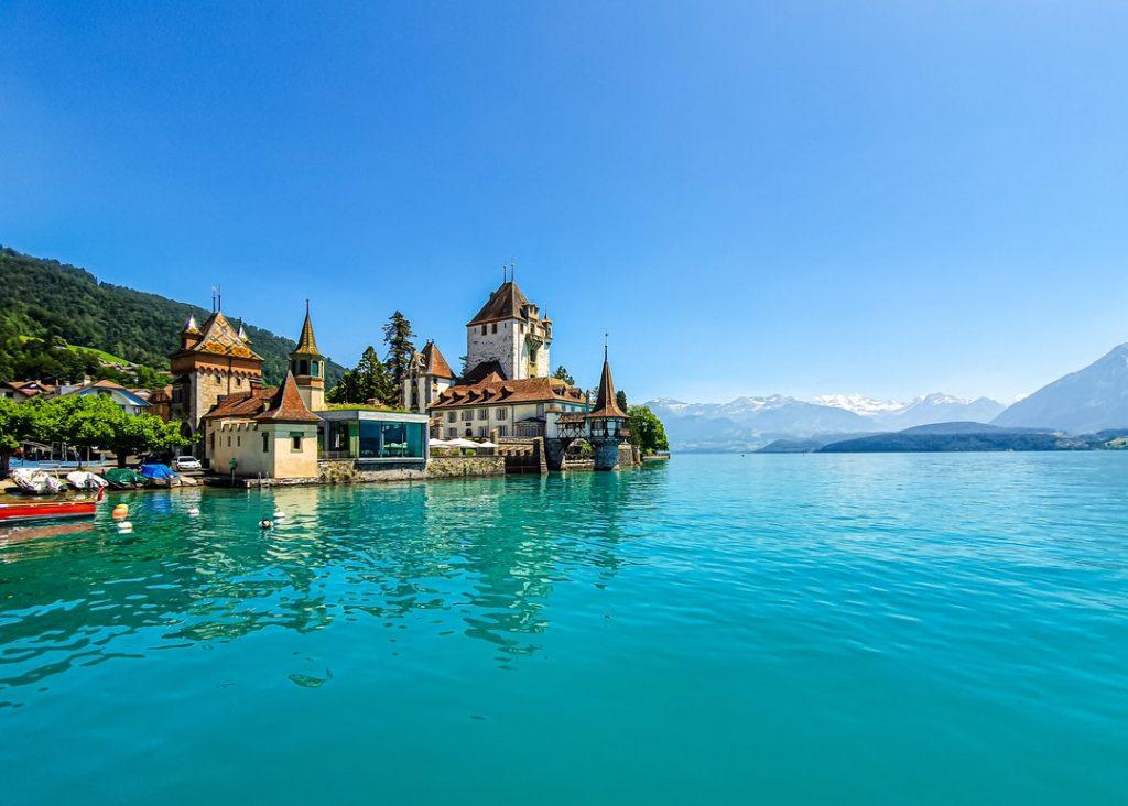Genève Bâle Lausanne Berne Winterthour Lucerne Saint-Gall Lugano Bienne estimation appartement maison en ligne